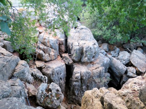 Israel National Trail - Section 01: Ladders on the rocks