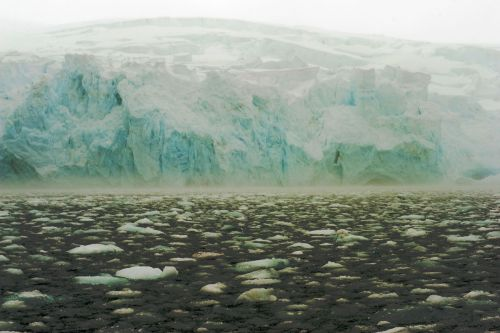 Landscapes/Icebergs and Pack ice - On the way to Elephant Island - photo taken from zodiac (wideangle)