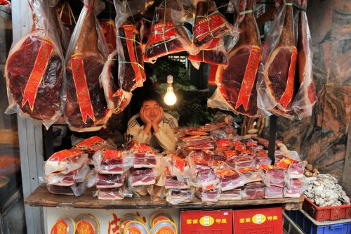 Markets: Fish & Meat - Lijang market, China: Red meat and deep sleep