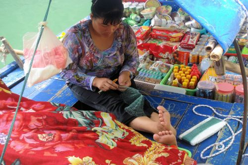 Markets-Products - Cai Be Floating Market, Tien Giang, Vietnam: Woman fixing fishing rope