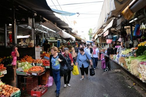 Markets: Fruit & Veg - Carmel Market (Hebrew: שוק הכרמל , Shuk HaCarmel), Tel Aviv: Looking for nice vegies