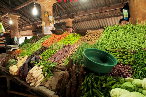 Markets: Fruit & Veg - Katugastota Retail Vegetable Market, Sri-Lanka: Vegetables, tubers & roots