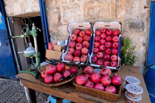 Markets: Fruit & Veg - Sea-side market, Acre, Israel: Pomegranates waiting to be juiced