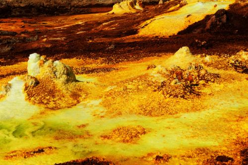 Living-Natue: The Mineral Kingdom - Ethiopia, Danakil Depression: Mineral deposits in acid pool