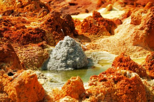 Living-Natue: The Mineral Kingdom - Ethiopia, Danakil Depression: Mineral deposits growing in acidic pool
