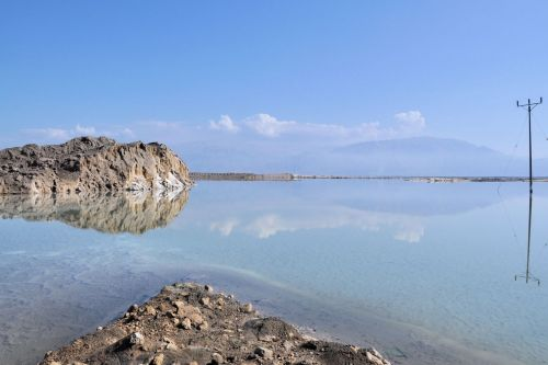 Living-Natue: The Mineral Kingdom - Israel, Dead Sea: Reflections in brine