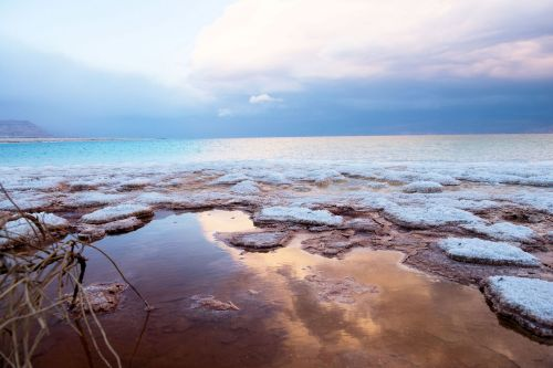 Living-Natue: The Mineral Kingdom - Israel, Dead Sea: Transformation from salt lake to salt flat