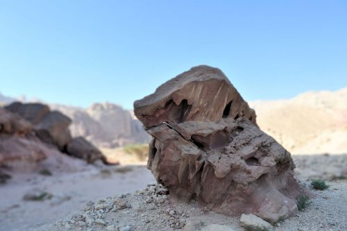 Living-Natue: The Mineral Kingdom - Israel, Eilat, Timna National Park: A lone (sand)stone