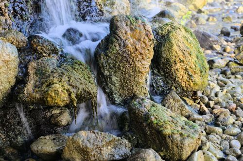 Living-Natue: The Mineral Kingdom - Israel, Galilee, Nachal Amud:  H2O on the rocks