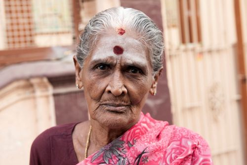 Old-Age - India: Mature lady - Radiant nobility
