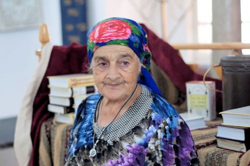 Old-Age – Israel, Peki'in: An old woman guarding an even older old synagogue
